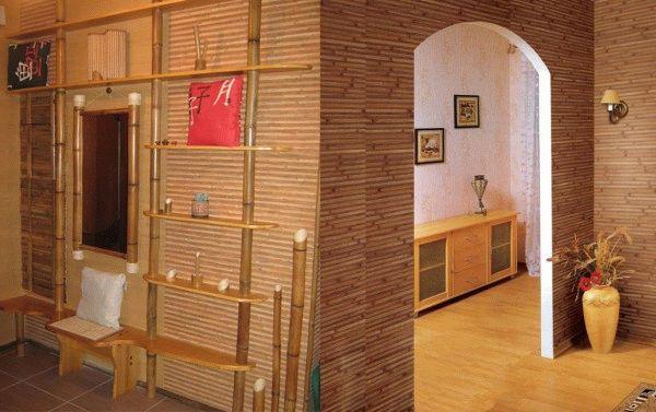 Бамбуковые обои в интерьере прихожей