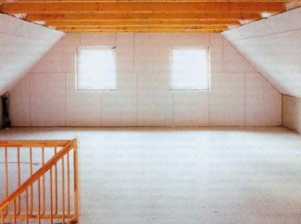 Чтобы получить ровную поверхность для последующей чистовой отделки, можно обшить стены гипсокартоном.