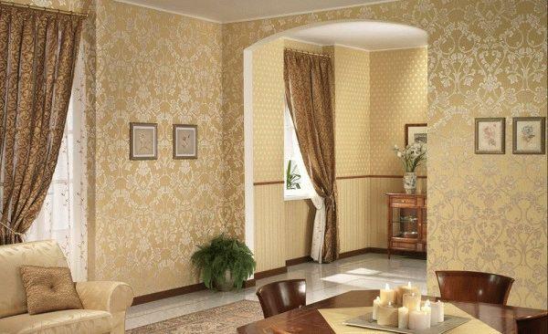 Обои на стенах в гостиной сделают атмосферу более теплой, а комнату уютной