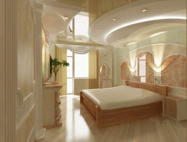 В спальне нужно отдавать предпочтение потолкам с плавными линиями
