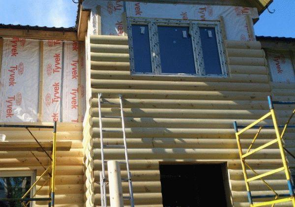 Отделка дома блок-хаусом позволит утеплить дом снаружи
