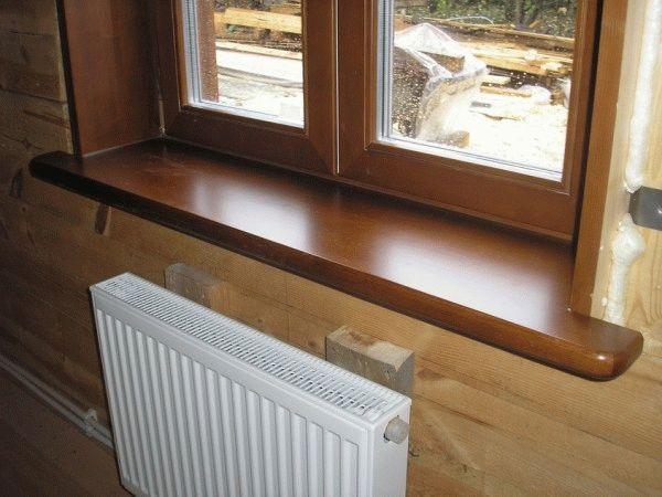 Деревянные откосы и подоконники - это идеальный вариант облагораживания окон в доме из дерева