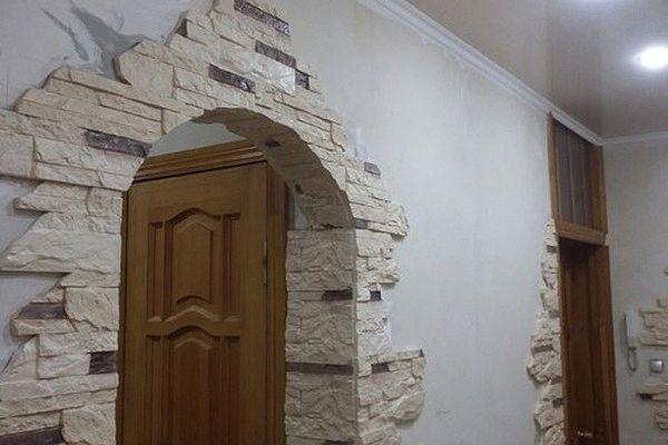 Декоративный камень состоит из натуральных компонентов, поэтому считается экологически чистым отделочным материалом, который практически не имеет недостатков