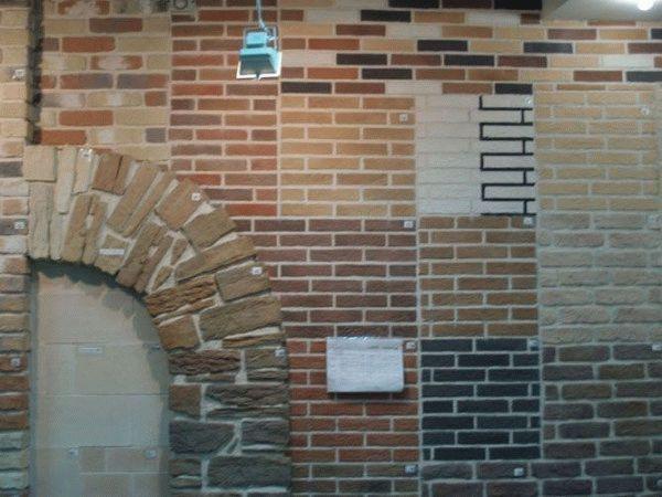 Выбирая камень для облицовки арки, обратите внимание на узкую плитку, так как с ней легче работать на изгибах