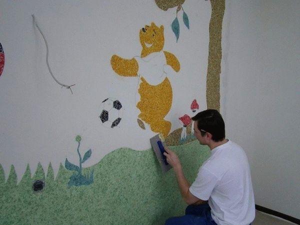 Для детской комнаты идеально подойдут нарисованные герои из любимых мультфильмов малыша