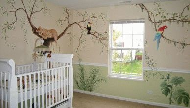 Рисунки на стене в детской комнате