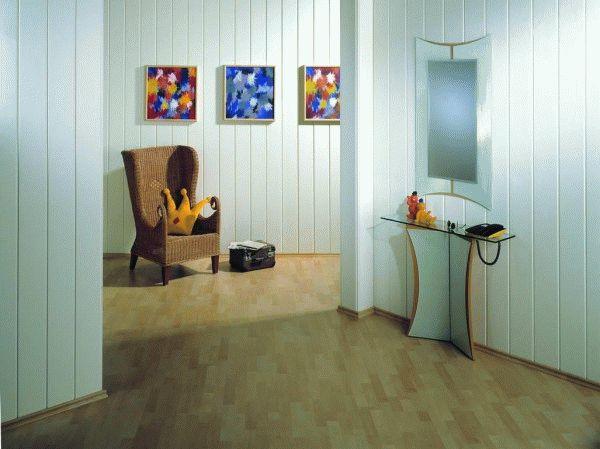 Стеновые панели хорошо переносят влажную уборку, поэтому идеальны для отделки прихожих
