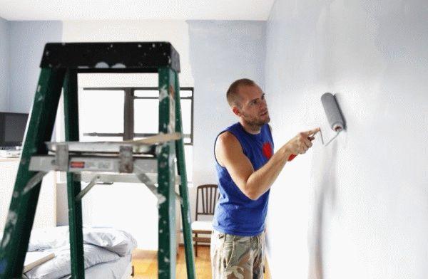Можно ли клеить обои на крашеные стены