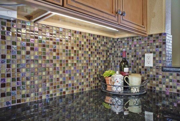 Мозаика - оригинальное и изысканное решение для отделки рабочей стены на кухне