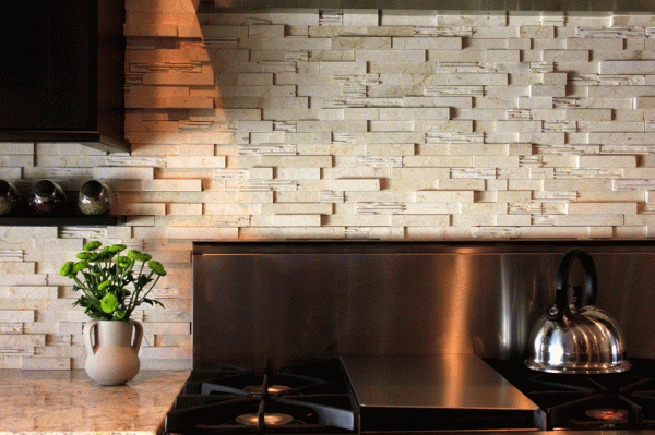 Декоративный камень на рабочей стенке кухни