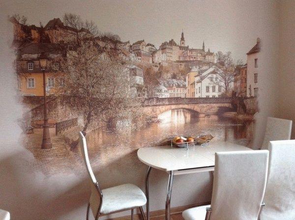 Для создания настенной росписи подойдут гладкие обои под покраску