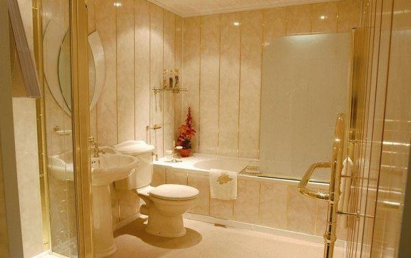 Для не очень состоятельных хозяев идеальной заменой кафельной плитки в ванной являются пластиковые панели