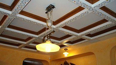 Как отделать потолок на кухне