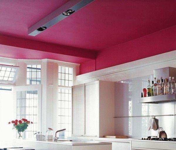 Покраска потолков на кухне