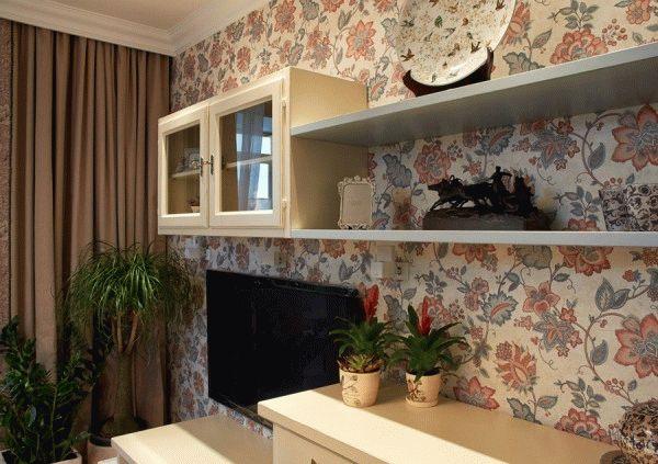 В большие кухонные помещения можно поклеить обои с крупным рисунком