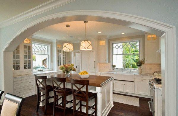 Прежде чем устанавливать арку вместо двери на кухню, необходимо позаботится о мощной вытяжке