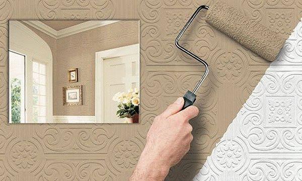 Для покраски стеклообоев применяется меховой валик и кисть, при помощи которой прокрашивают труднодоступные места