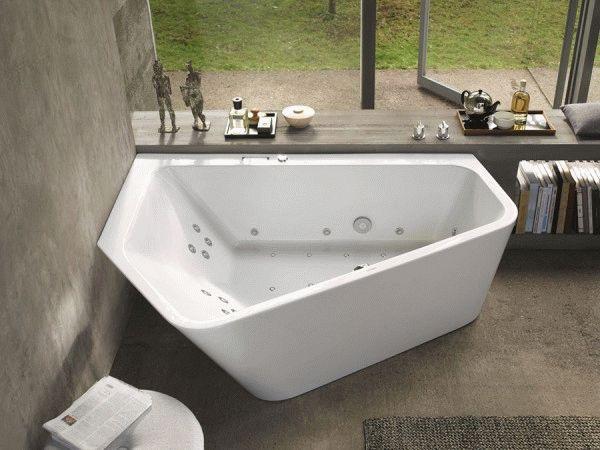 Угловая ванна - идеальный вариант, если имеется только один свободный угол