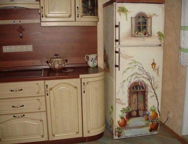 Декупаж на холодильнике