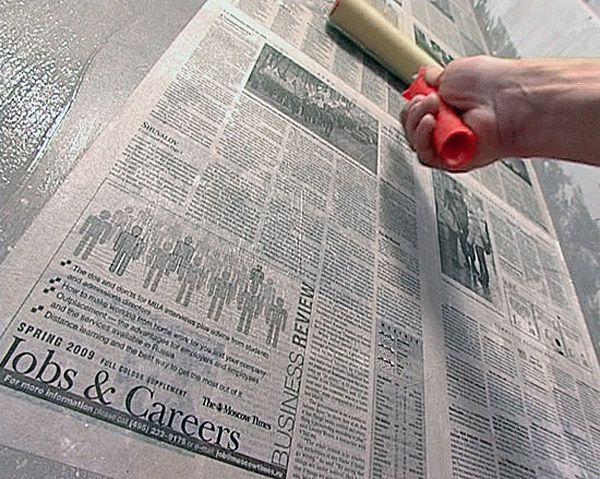 Снятие водоэмулисионной краски при помощи газет и клея
