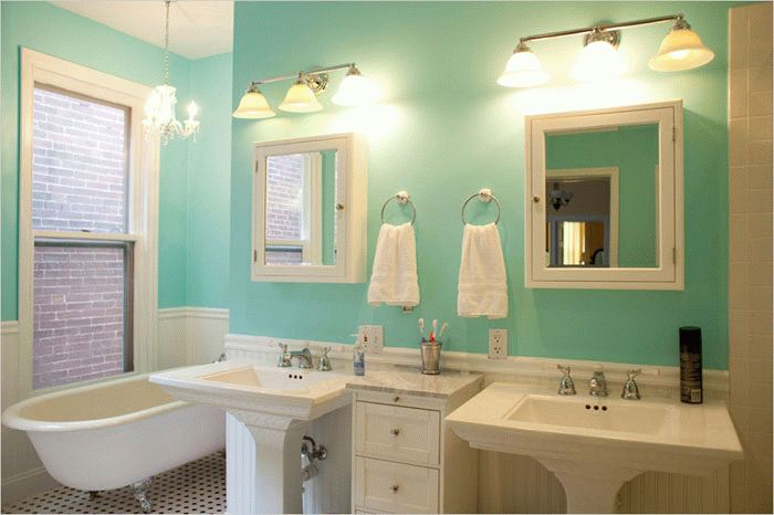 Выбор краски для стен ванной комнаты зависит от площади помещения
