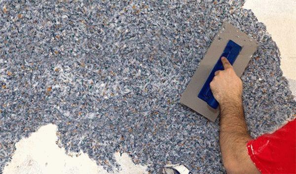 Технология поклейки жидких обоев существенно отличается от бумажных или виниловых