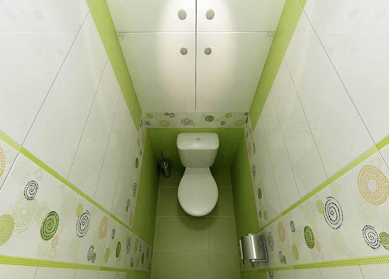 Поднять потолок в туалете можно при помощи вертикальных полос