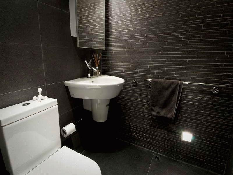 Визуальное изменение размера туалета при помощи укладки плитки