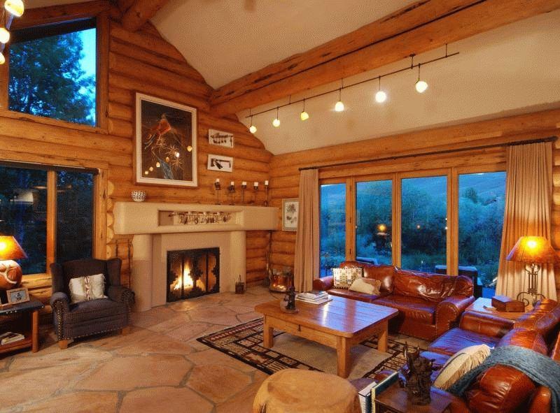 Отделка блок-хаусом создает имитацию деревянного сруба