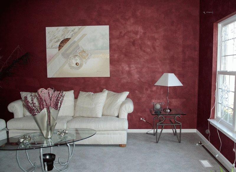 В гостиной и спальной комнатах можно использовать любую отделку, создающую уют и располагающую к отдыху