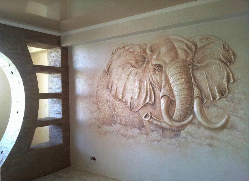 Панно из декоративной штукатурки на стене