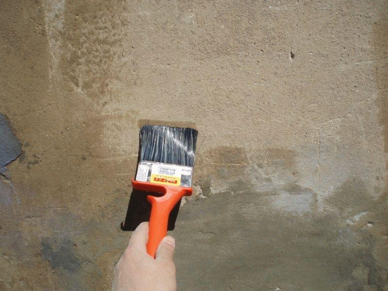 Грунтовку нужно наносит тонким слоем при помощи валика или кисти