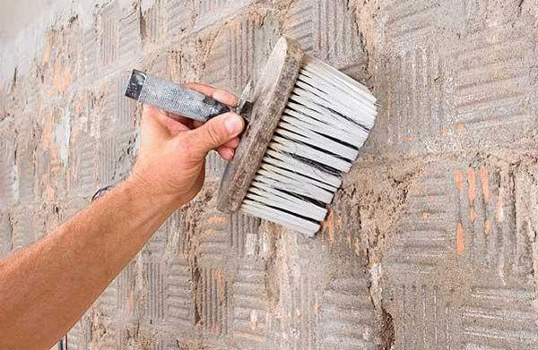 Подготовительные работы включают в себя удаление старого покрытия, крепежей, различных загрязнений