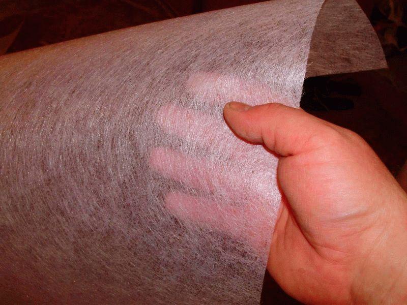Стеклохолст придает повышенную прочность основанию и предотвращает появление трещин