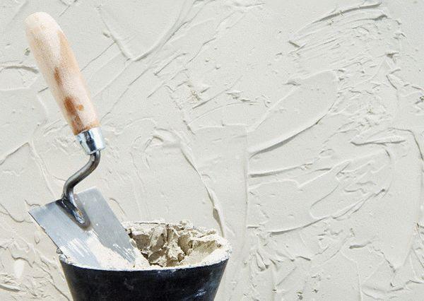 Гипсовые смеси очень пластичны и легко поддаются обработке, поэтому обычно применяются для финишных работ