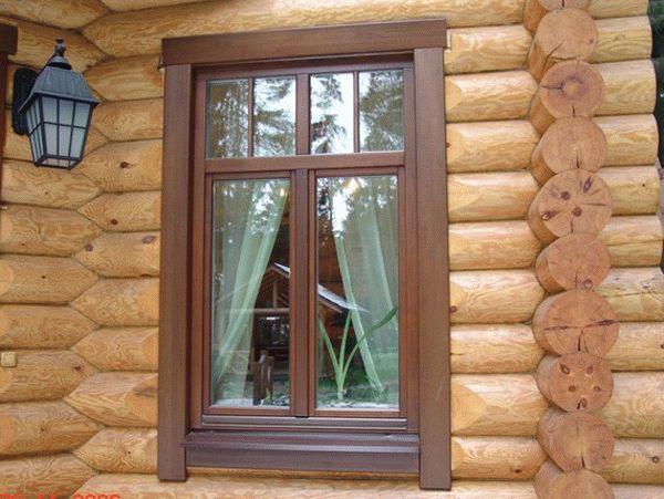 Наличники не только облагораживают внешний вид деревянного дома, но также выполняют и множество других важных функций