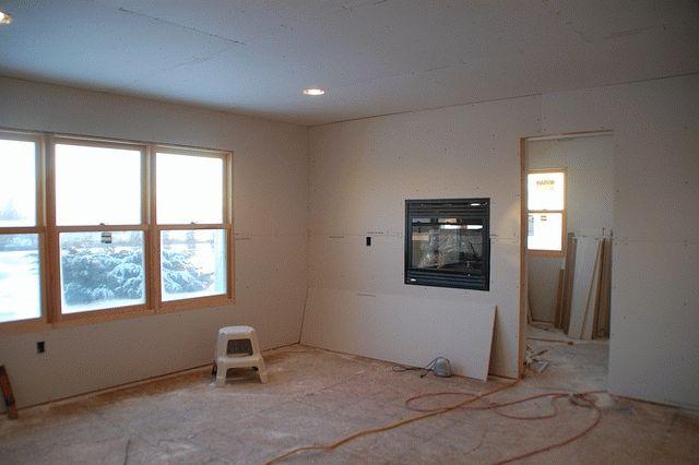 Если нет цели добиться максимальной естественностив отделке деревянного дома, можно обшить стены