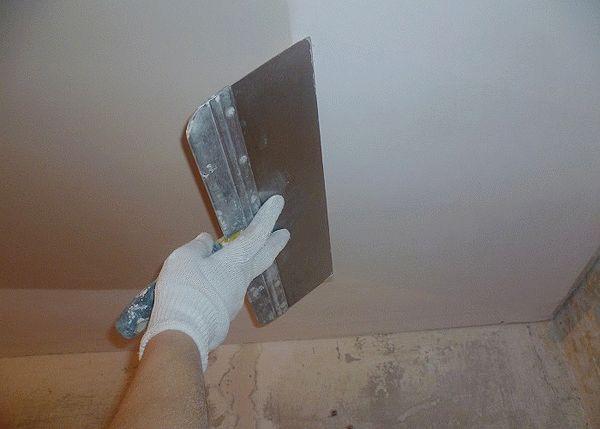 Какой шпаклевкой шпаклевать потолок