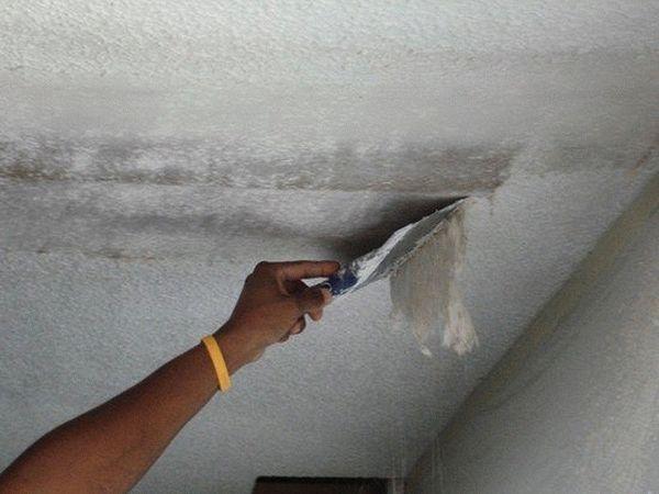 Снятие старой краски с потолка