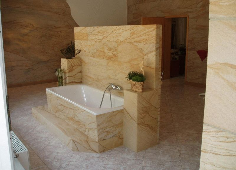 Влагоустойчивость гибкого камня позволяют его применение в помещениях с повышенной влажностью