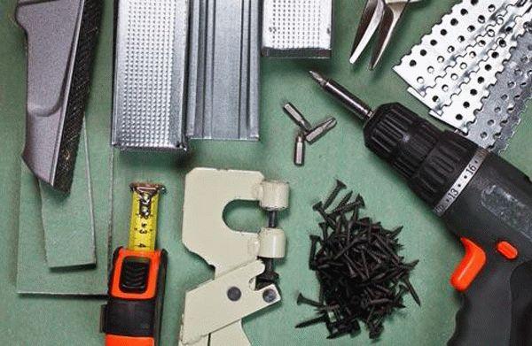 Материалы и инструменты, необходимые для устройства короба из гипсокартона