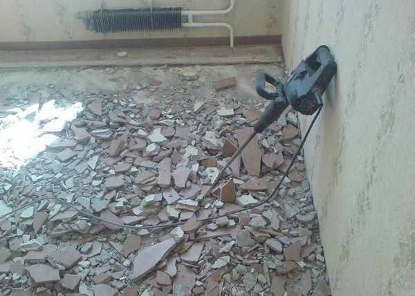 Демонтаж пола до бетонного основания