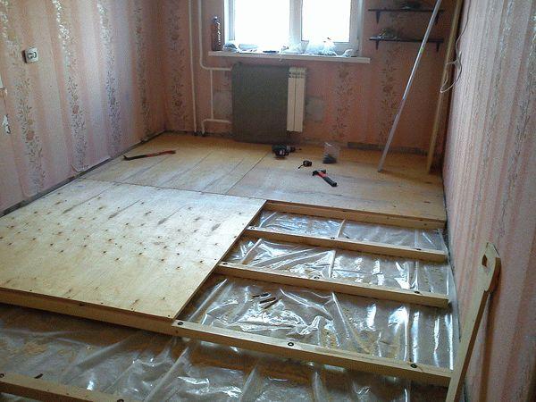 Выравнивание деревянного пола с предварительным демонтажем старого покрытия и заменой лаг