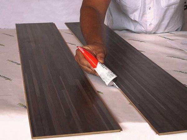 Ламинат с клеевым соединением панелей