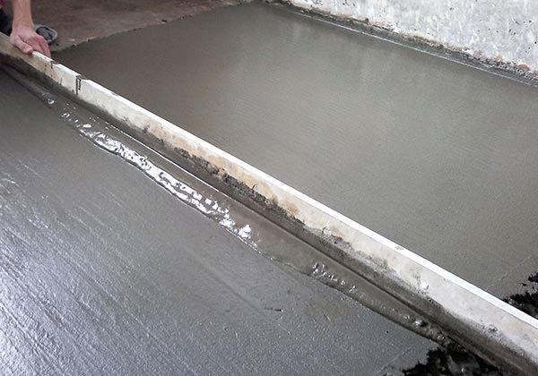 Иногда, для выравнивания деревянного основания, целесообразно применение цементной стяжки