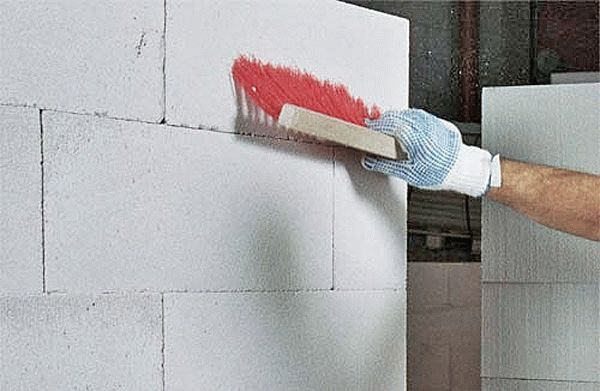 Очистка стены перед оштукатуриванием