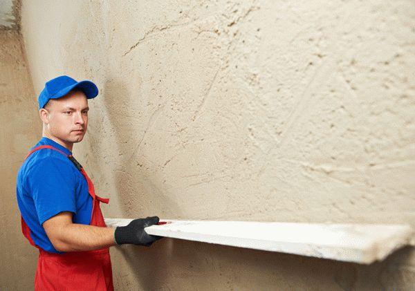 Штукатурка стен способно решить несколько задач: выравнивание поверхности, тепло- и звукоизоляция, повышение адгезии, а также может являться финишной декоративной отделкой