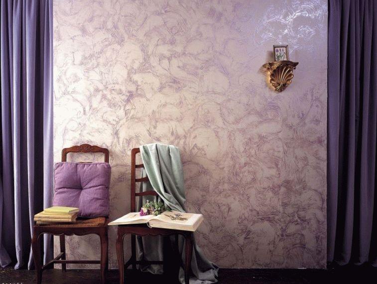 Рельефная штукатурка стен должна гармонировать со всем интерьером: напольным и потолочным покрытием, мебелью, аксессуарами