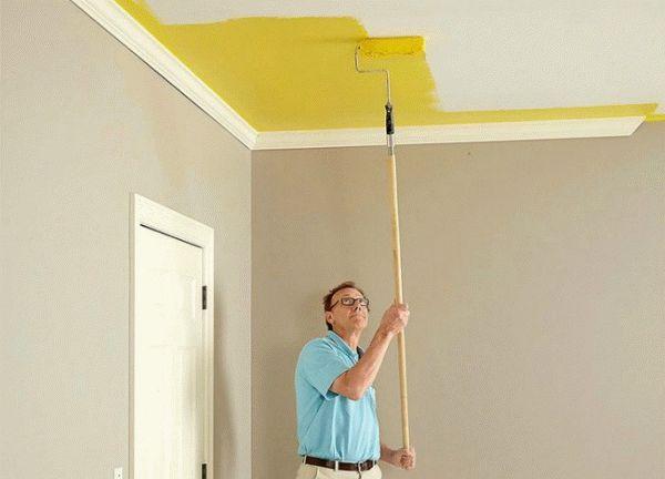 Как красить потолок валиком: хитрости покраски