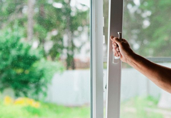 Проветривание - один из самых простых и эффективных способов, избавляющий от запаха краски в помещении